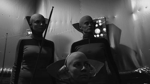 A trio of lesbian aliens